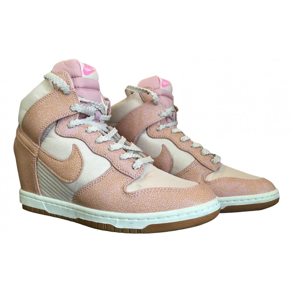Nike Dunk Sky Sneakers in  Rosa Leder
