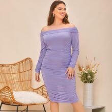 Schulterfreies Kleid mit Falten, Rueschen Detail und Netzstoff