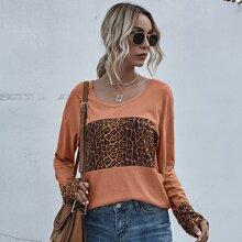 Camiseta de hombros caidos con estampado de leopardo en contraste