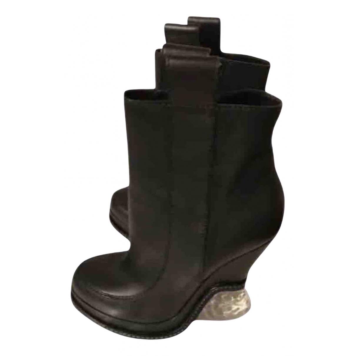 Fendi \N Stiefeletten in  Schwarz Leder