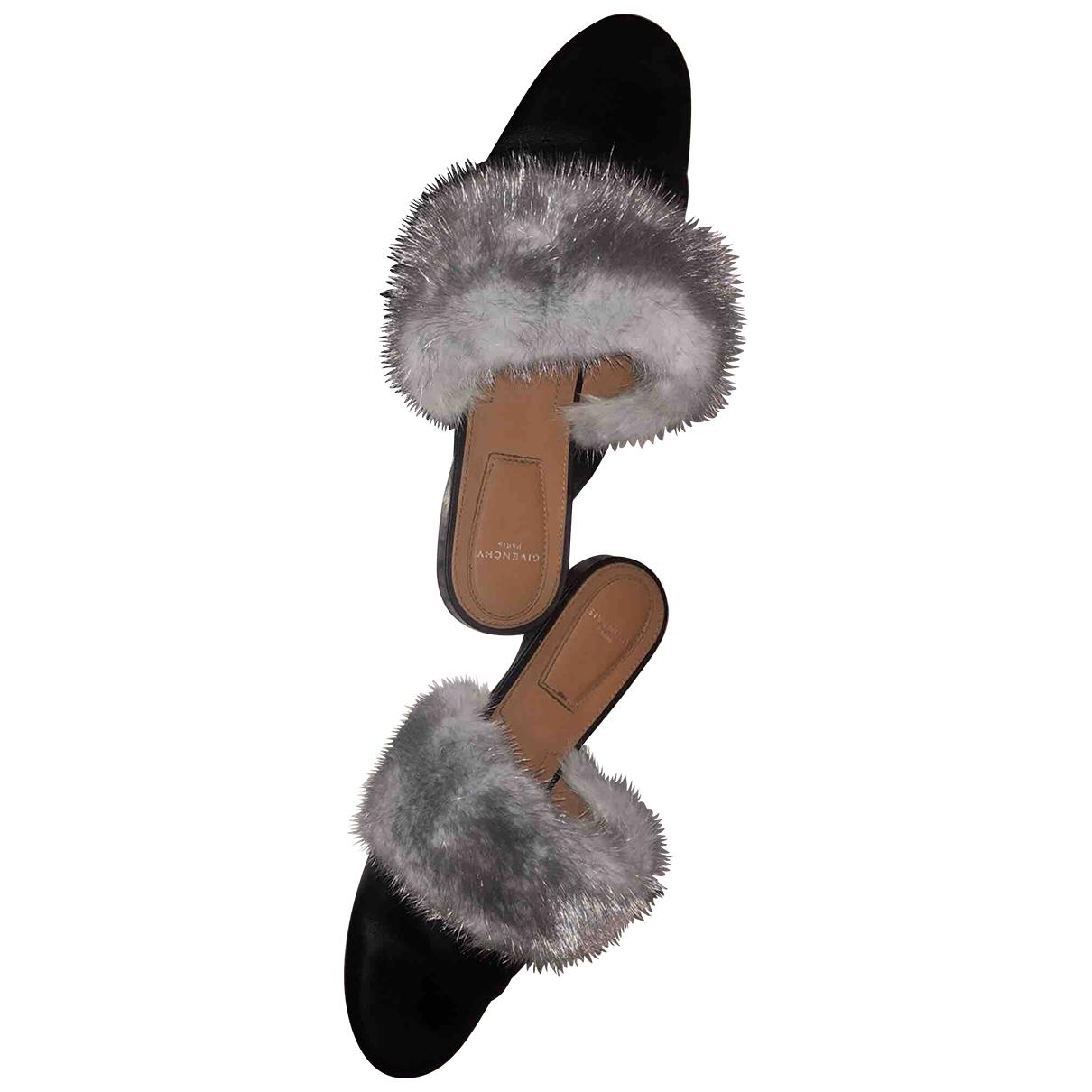 Zuecos de Vison Givenchy