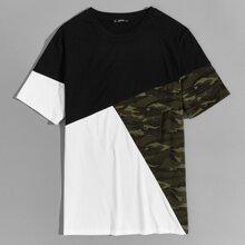 Maenner T-Shirt mit Camo Muster Einsatz und Farbblock