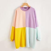 Sweatshirt Kleid mit sehr tief angesetzter Schulterpartie und Farbblock
