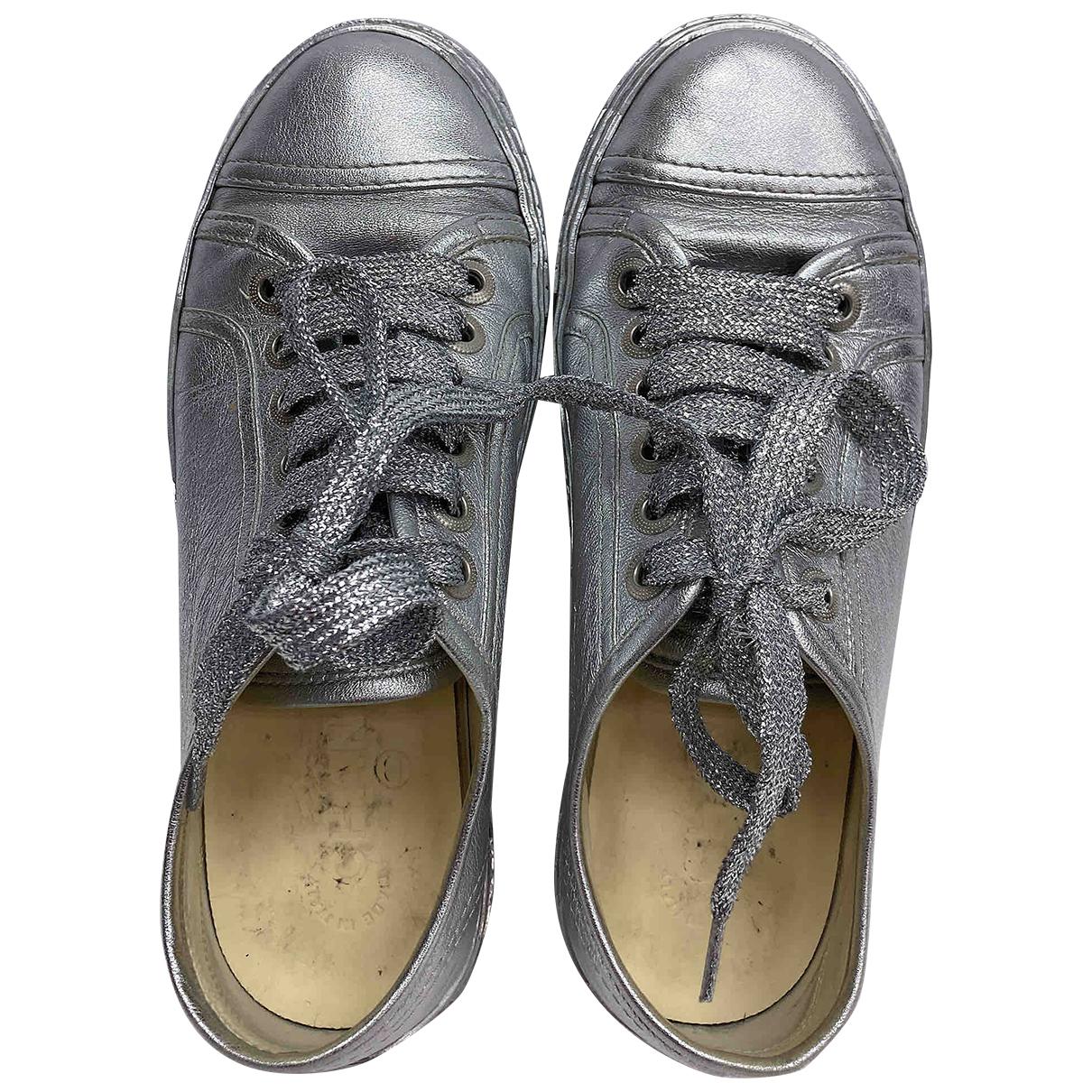 Chanel \N Sneakers in  Silber Leder
