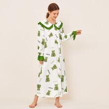 Nachtkleid mit Baeren und Buchstaben Muster, Rueschen und Peter-pan-Kragen