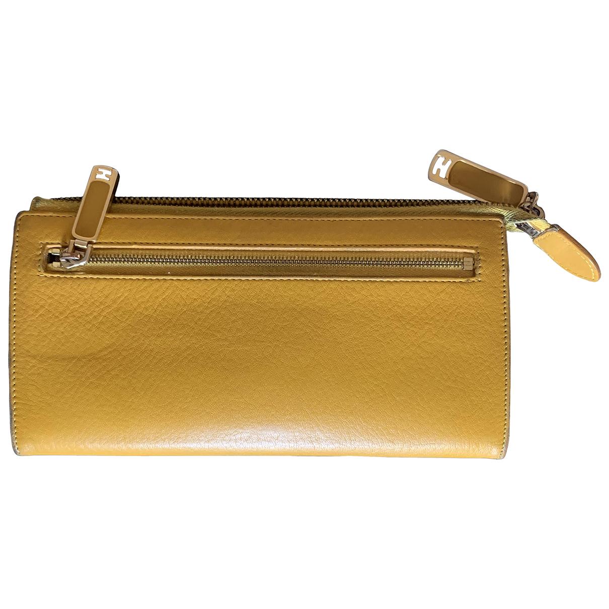 Fendi \N Portemonnaie in  Gelb Leder