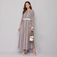 Kleid mit Taschen vorn und Streifen