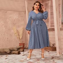 Kleid mit Punkten Muster, Laternenaermeln und Guertel