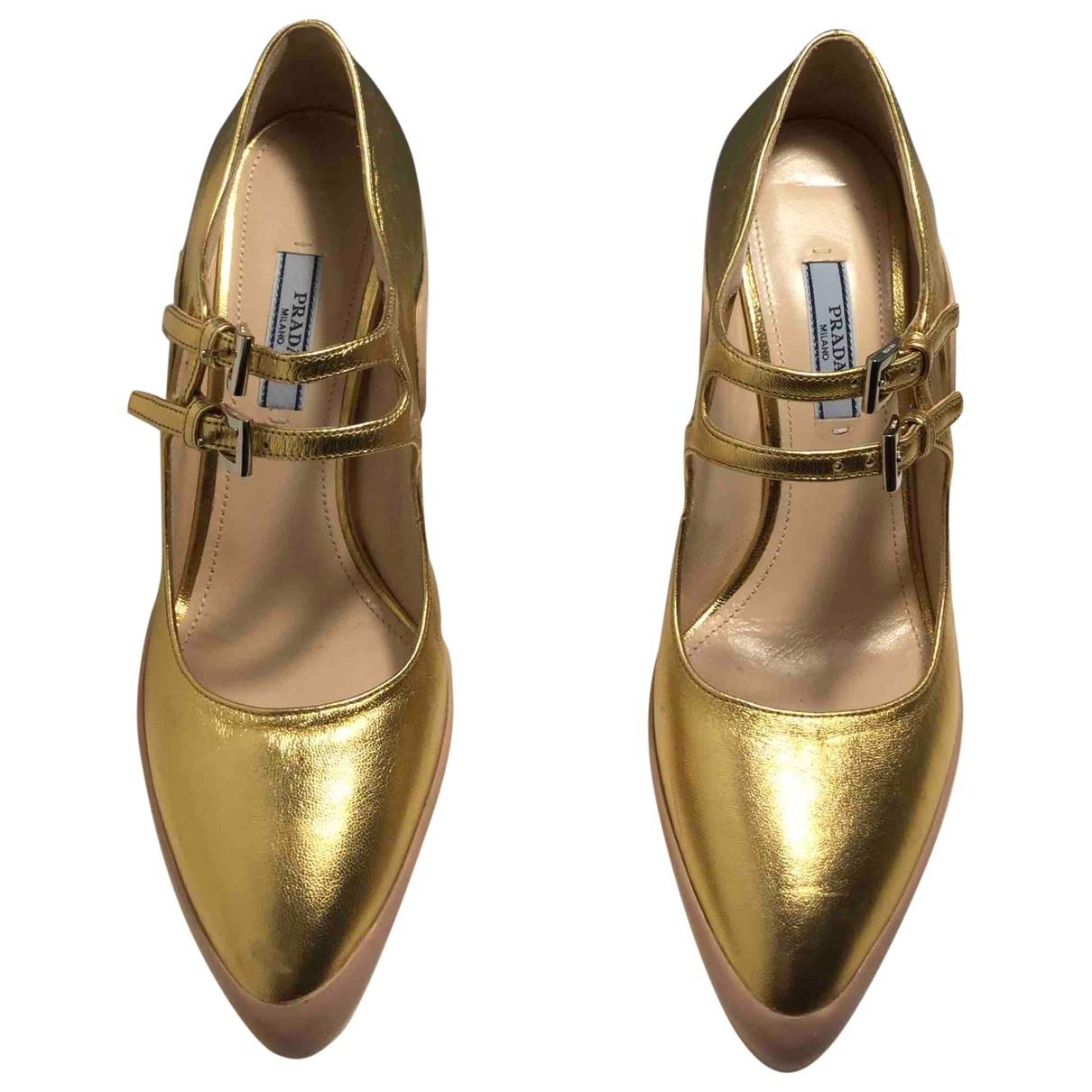 Prada \N Pumps in  Gold Leder