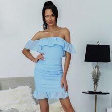 Eilly Bazar schulterfreies Kleid mit Schosschen, Ruesche und Punkten Muster