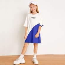 Zweifarbiges T-Shirt Kleid mit Buchstaben Grafik