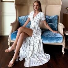 Maxi Kleid mit Wickel Design, seitlichem Band, Schlitz und Punkten Muster