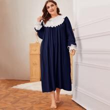 Nachtkleid mit Knopfen vorn, Rueschenbesatz und Kontrast Manschetten