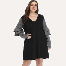T-Shirt Kleid mit mehrschichtiger Ruesche und Farbblock