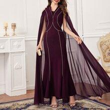 Schulterfreies Kleid mit Umhangaermeln und Kontrast Paspel