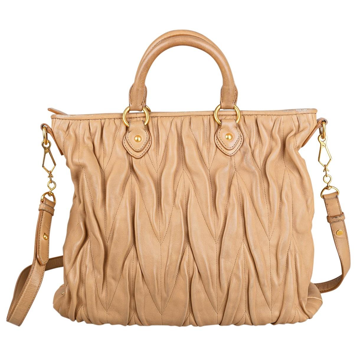 Miu Miu Matelasse Handtasche in  Beige Leder