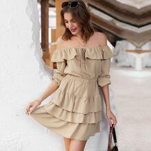 schulterfreies Kleid mit Band vorn und mehrschichtiger Raffung