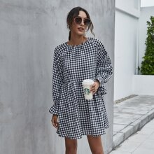 Kleid mit Karo Muster und Schosschenaermeln