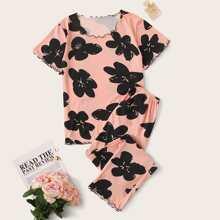 Schlafanzug Set mit Blumen Muster und gekraeuseltem Saum