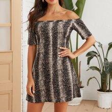 Schulterfreies Tunika Kleid mit Schlangenleder Muster
