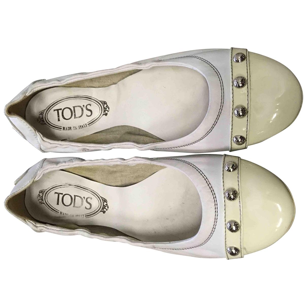 Tods \N Ballerinas in  Weiss Leder