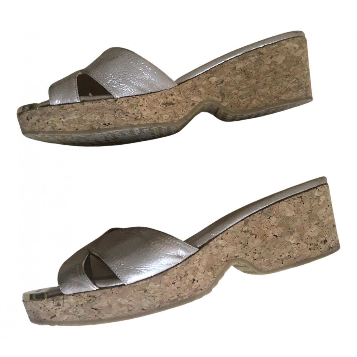 Jimmy Choo \N Sandalen in  Beige Lackleder
