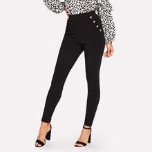 Pantalones de cintura alta con diseño de boton