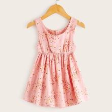 Kleinkind Maedchen Maedchen Kleid mit Grafik Muster und Knopfen hinten