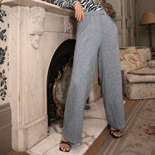 Massgeschneiderte Hose mit schraegen Taschen und breitem Beinschnitt