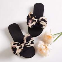 Zapatos con diseño de lazo de punta abierta
