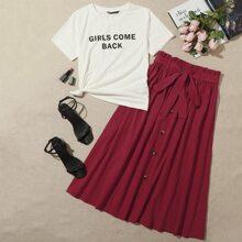 Conjunto top con estampado de slogan con falda con boton delantero de cintura con cordon