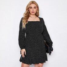 Kleid mit quadratischem Kragen, Rueschenbesatz und Punkten Muster