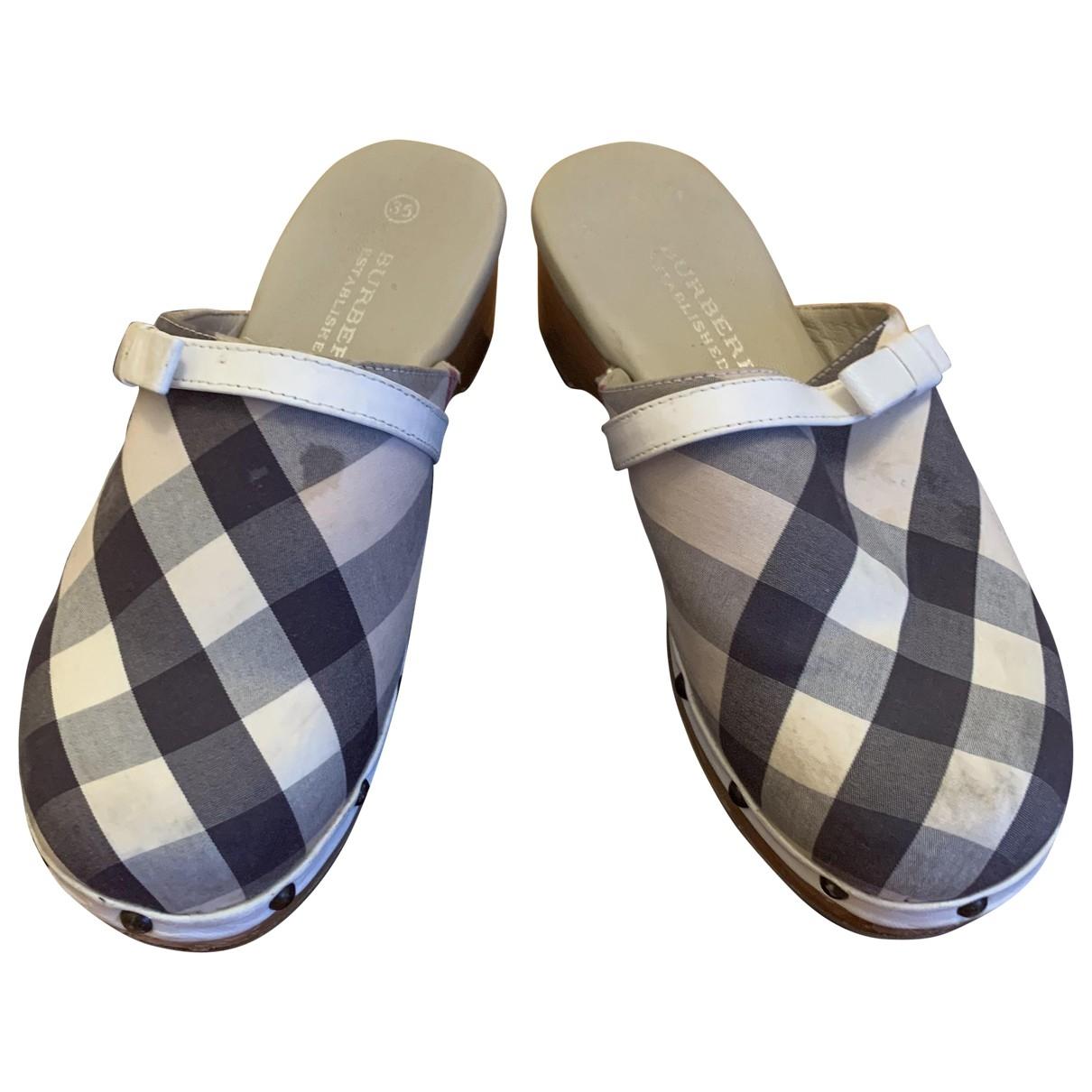 Burberry \N Beige Cloth Mules & Clogs for Women 35 EU