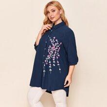 Bluse mit Blumen Muster und abfallendem Saum