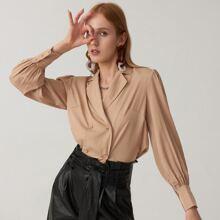 Bluse mit eingekerbtem Kragen und doppelten Knopfleisten