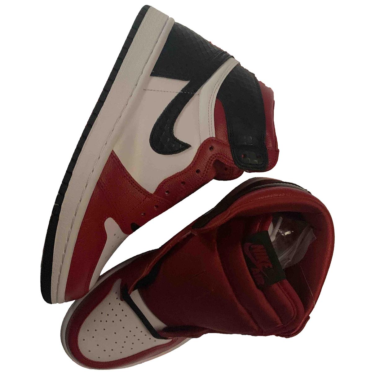 Nike \N Sneakers in  Rot Lackleder