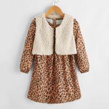 Vestido con estampado de leopardo ribete con fruncido con chaleco de lana