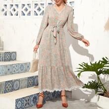 A Linie Kleid mit Bluemchen Muster, Spitzenbesatz und Guertel