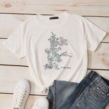 Camiseta con estampado floral con letra
