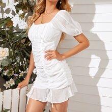 Figurbetontes Kleid mit Kordelzug Detail und Rueschen