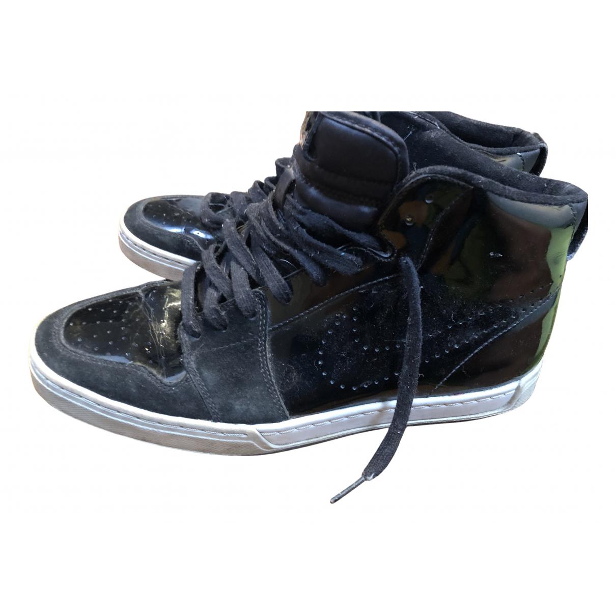 Nike Air Force 1 Sneakers in  Schwarz Lackleder