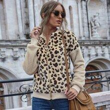 Jacke mit Leopard Muster, sehr tief angesetzter Schulterpartie und Reissverschluss