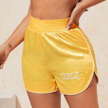 Shorts de saten unido en contraste con bordado de letra