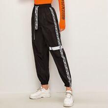 Pantalones viento de cintura con cordon con diseño de cinta con letra