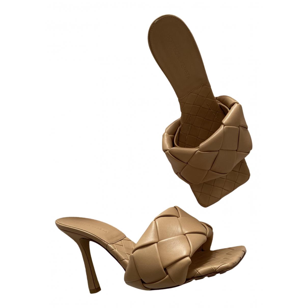 Bottega Veneta - Sandales Padded pour femme en cuir - beige