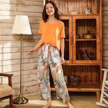 Conjunto de pijama con diseño de nudo con estampado tropical