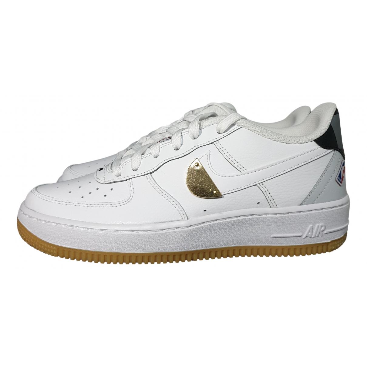 Nike - Baskets Air Force 1 pour femme en cuir - blanc