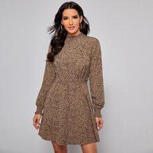 Kleid mit gerafftem Einsatz und Dalmatiner Muster