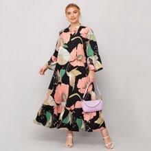 Kleid mit eingekerbtem Kragen, Blumen Muster und Rueschenbesatz