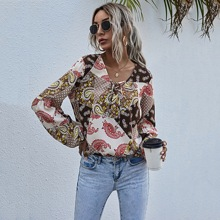 Bluse mit Patchwork & Paisley Muster und Band